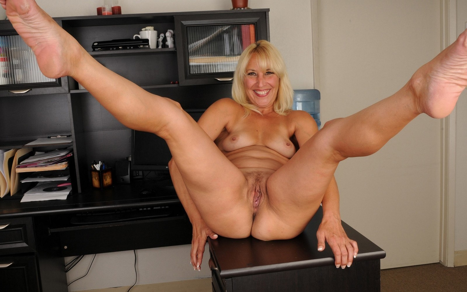 hot-mature-legs-tgp-gallery
