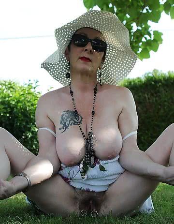 Mary-Hairy-Mature-Slut-19.jpg