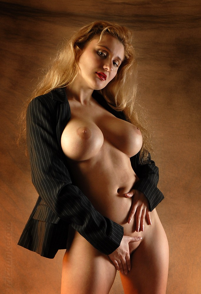 lusciousnet_super_busty_with_only_a_1957710256.jpg