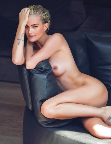 Babes_Blondes_Celebrities_Laeticia_Hallyday__love_sex___4580744-57.jpg