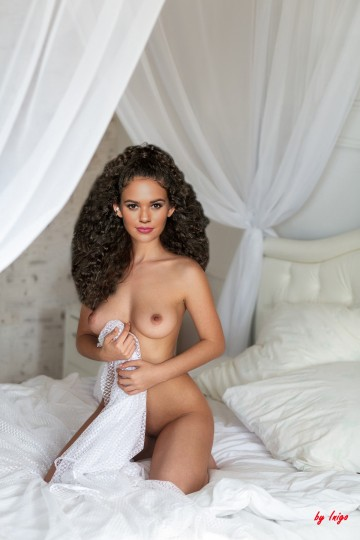 Madison-Pettis---Sexy-Nude-Pose-on-her-Bed.jpg