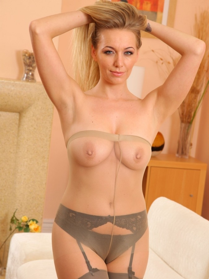 hayley marie coppin topless in pantyhose 12 cr1363367703866 675x900
