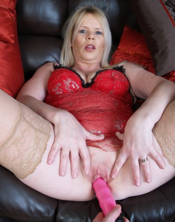 Mature-Old-Shaved-Totally-Shaved-MILF-Alex-UK-with-Big-Tits-Wearing-Red-Lingerie-Playing-With-Dildo-12.jpg