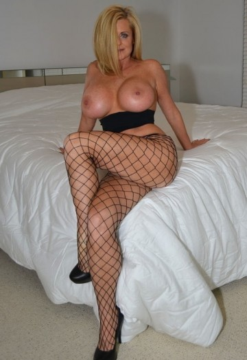 Mom-Show-Me-Your-Nylons-9-8.jpg
